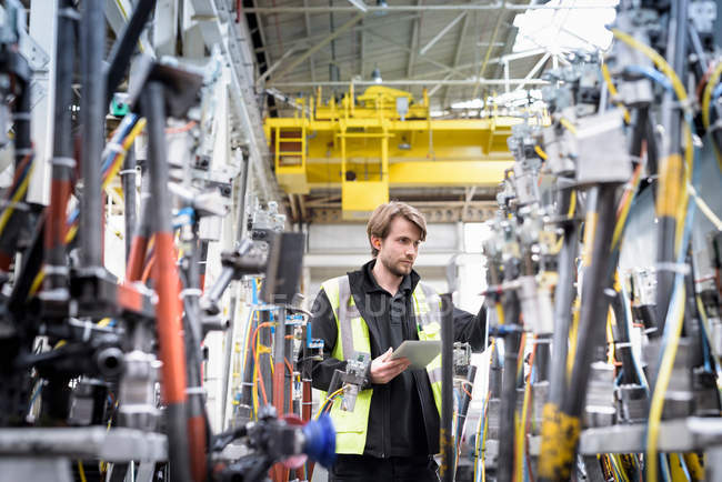 Engineer in car factory — Stock Photo