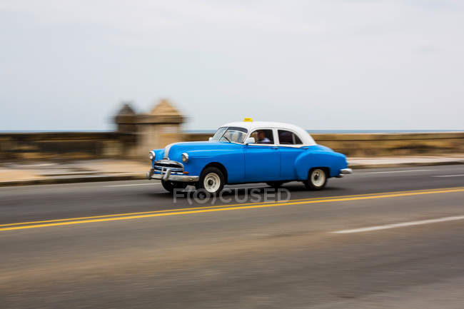 Oldtimer Auto unterwegs — Stockfoto