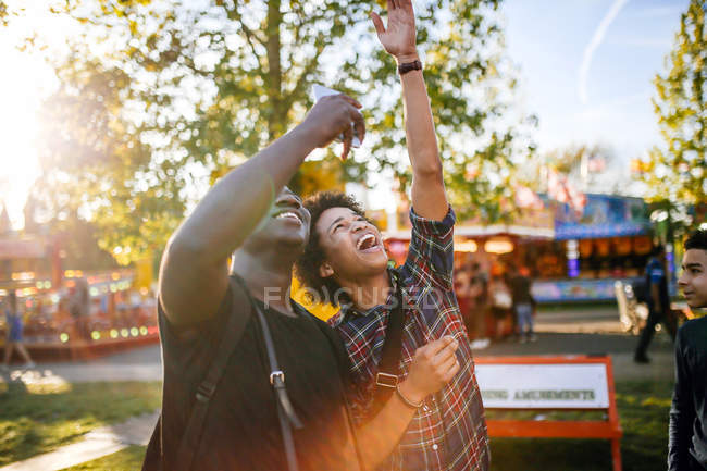 Two male friends at funfair — Stock Photo