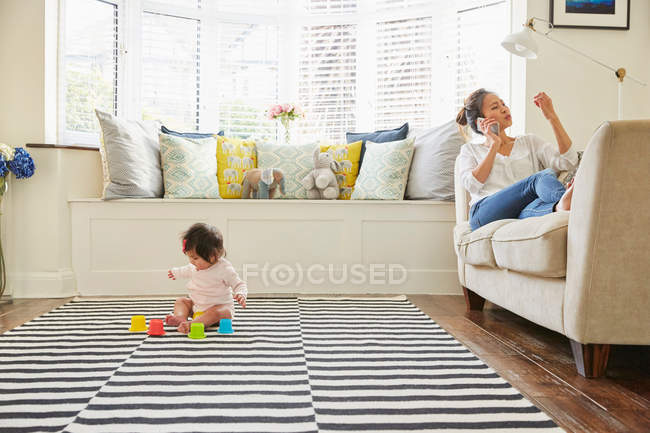 Woman with baby daughter — Stock Photo
