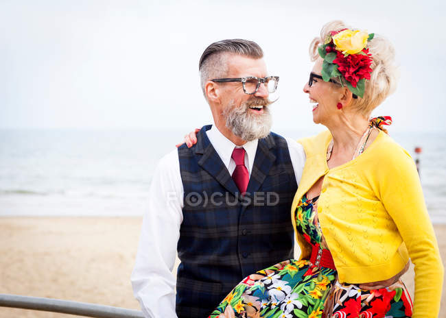 Couple laughing at beach — Stock Photo