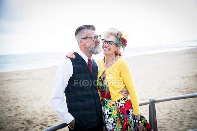 Vintage style couple at beach — Stock Photo
