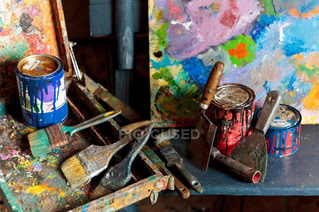 Сучасного обладнання у студії художників — стокове фото