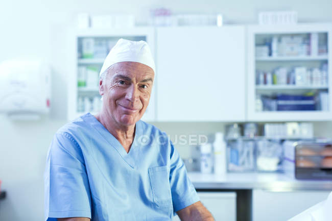 Doctor looking at camera smiling — Stock Photo