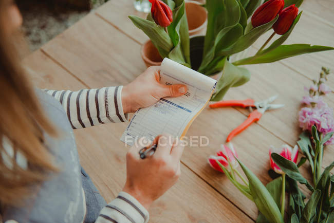 Floreria hacer nota en tecla de orden - foto de stock