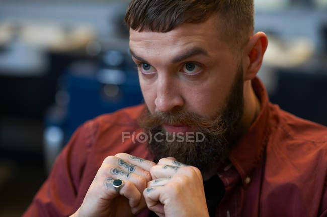 Портрет бородатого мужчини Татуйовані — стокове фото