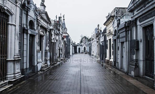 Снижение зрения могил на кладбище — стоковое фото