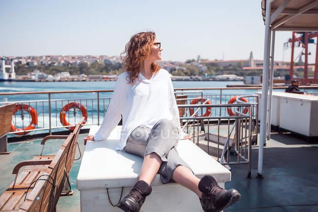 Jovem turista feminina — Fotografia de Stock
