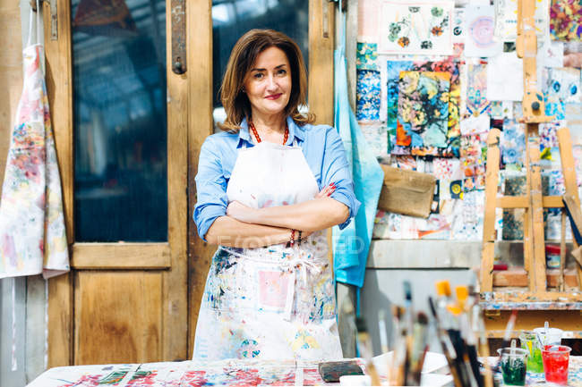 Female artist in creative studio — Stock Photo