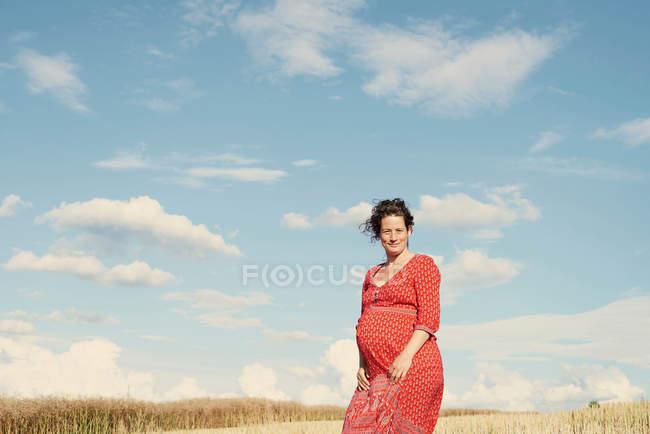 Pregnant woman in wheat field — Stock Photo