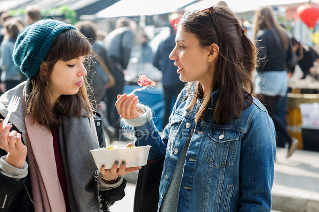 Women eating takeaway food — Stock Photo