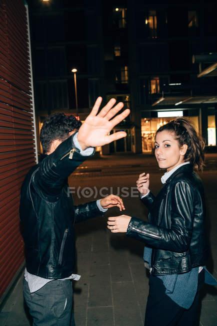 Couple avoiding paparazzi — Stock Photo