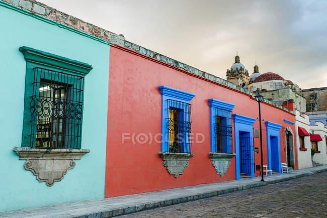 Традиционные, красочный, здание снаружи — стоковое фото