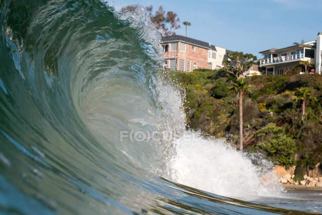 Рухомий, хвилею і пляжем — стокове фото