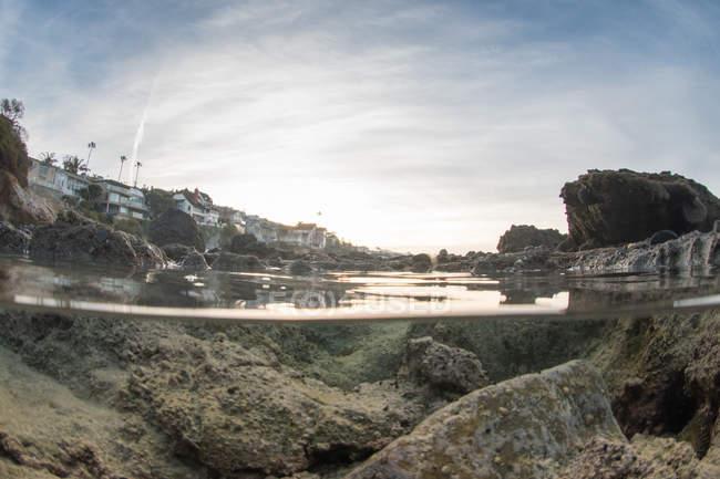 Piscine de roche côtière — Photo de stock