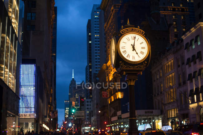 Vista de la calle en Manhattan - foto de stock