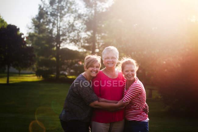 Retrato de mães e filhas adultas — Fotografia de Stock