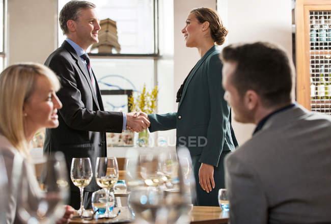Бізнесмени і бізнеследі на обід — стокове фото