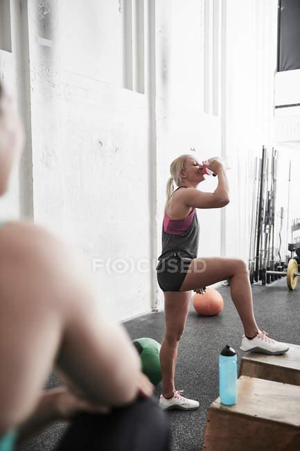 Femme faisant une pause — Photo de stock