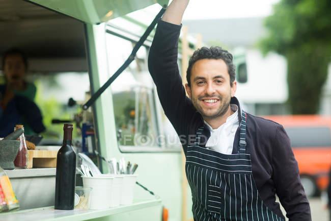Власник бізнесу, відкриття Ван їжі стійло Люк — стокове фото