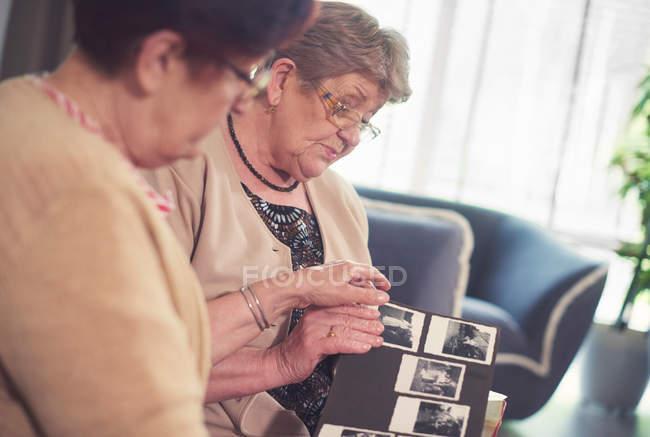 Senior women on sofa — Stock Photo