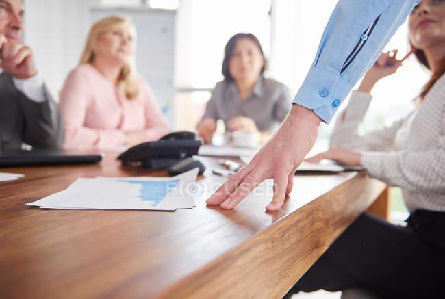 Collègues ayant la discussion — Photo de stock