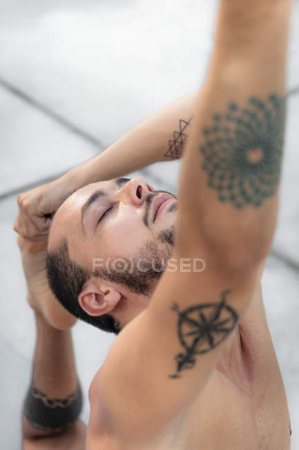 Man practicing yoga — Stock Photo