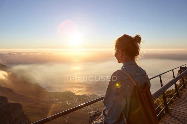 Donna sulla cima della Table Mountain — Foto stock