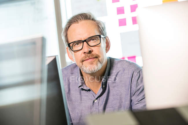 Designer digitale maschio maturo — Foto stock