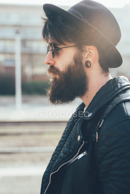 Hipster in sunglasses and trilby — Stock Photo