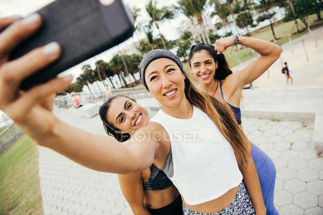 Three female friends taking selfie — Stock Photo