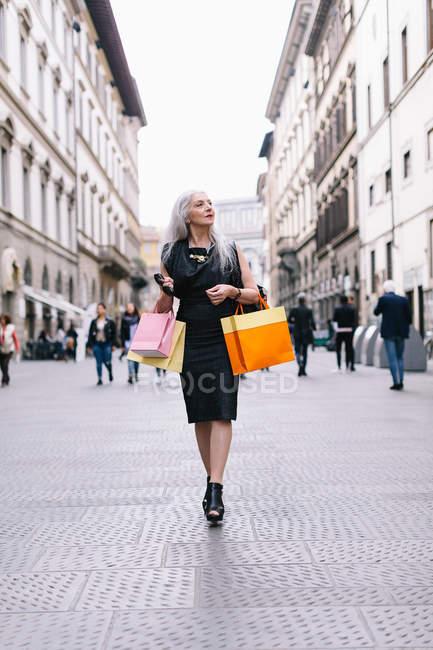 Stylish mature female shopper — Stock Photo