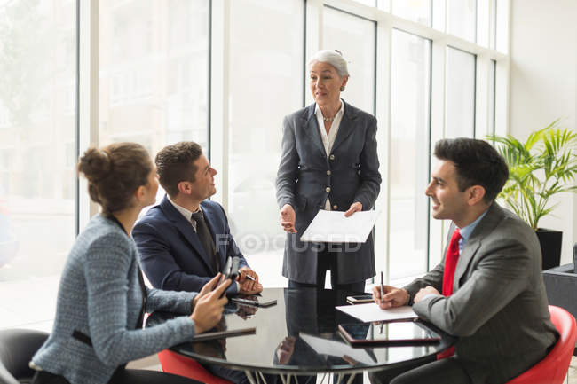 Businesswoman explaining to business team — Stock Photo