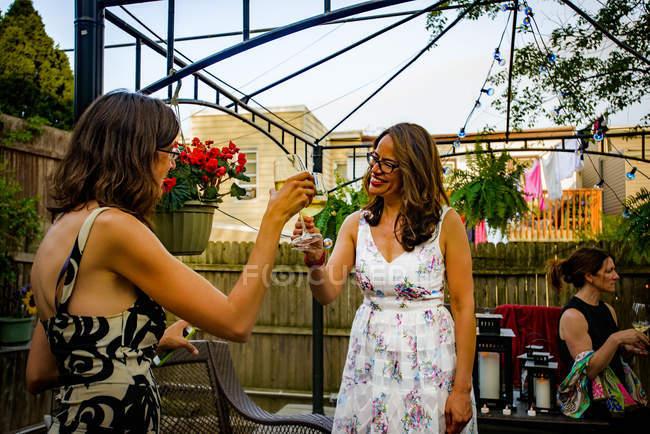 Women at garden party — Stock Photo
