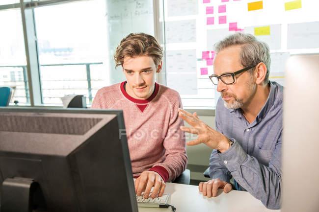 Male digital designer explaining design — Stock Photo