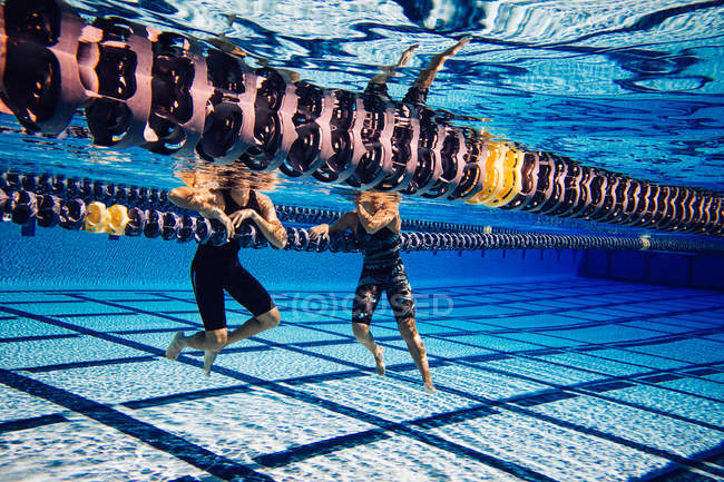 Swimmers resting on lane — Stock Photo