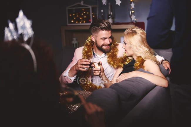Mann und Frau auf party — Stockfoto