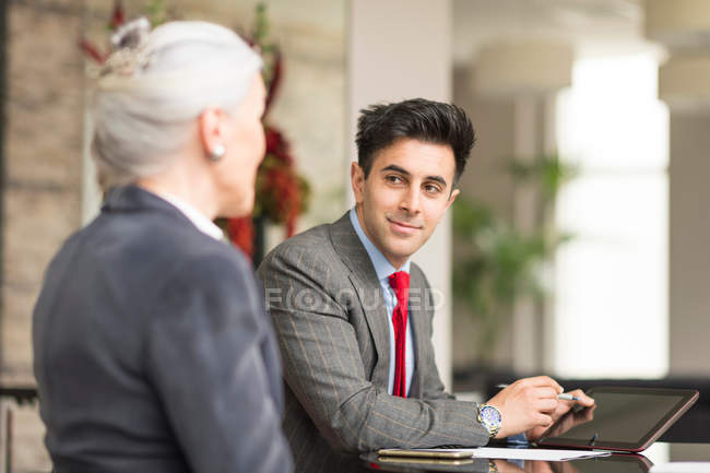 Businessman meeting with female colleague — Stock Photo