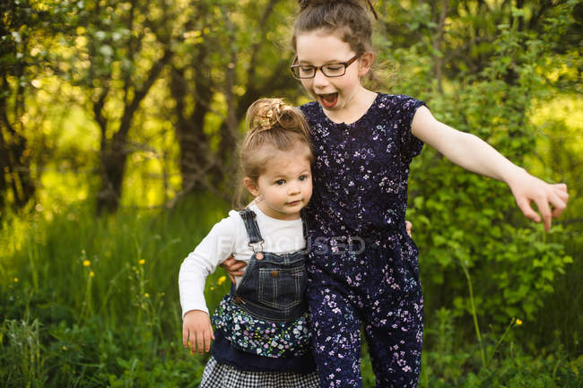 Girl and little sister — Stock Photo