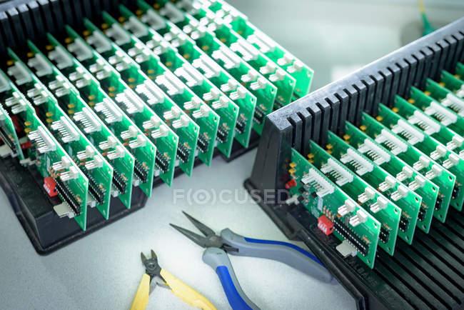 Elektronik-Detail in der Kabelkonfektionierungsfabrik — Stockfoto