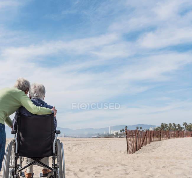 Homem idoso em cadeira de rodas — Fotografia de Stock