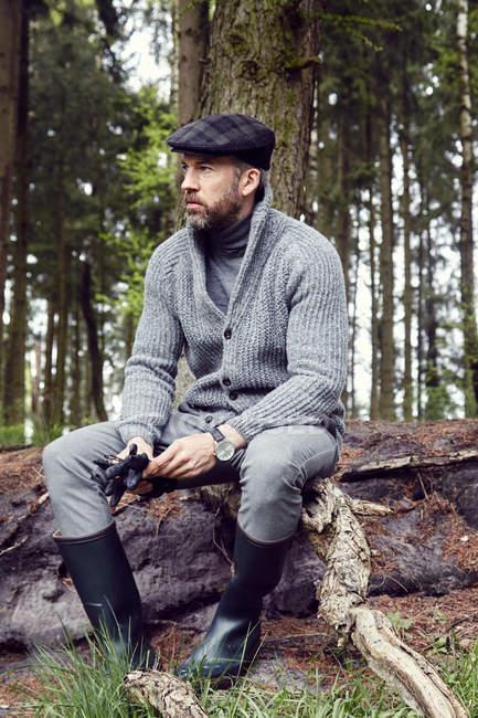 Человек в наружной одежде — стоковое фото