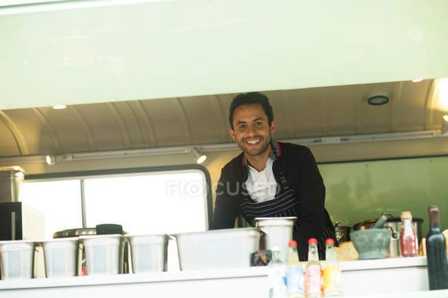 Власник малого бізнесу на Ван продовольчої — стокове фото