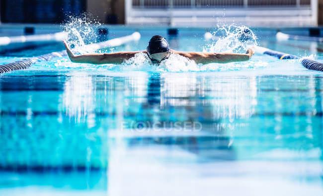 Swimmers doing butterfly stroke in lane — Stock Photo