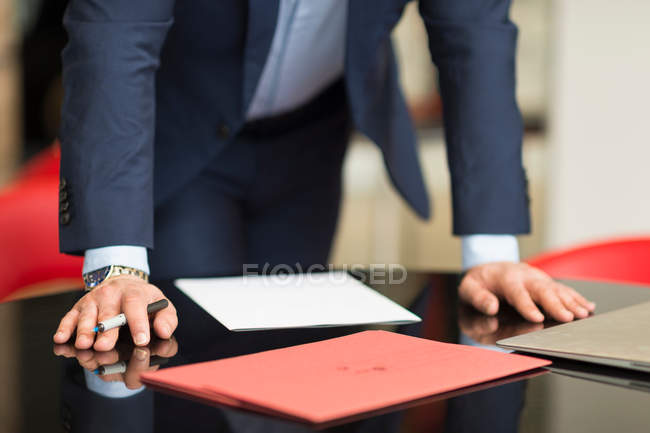 Businessmans hands on office desk — Stock Photo