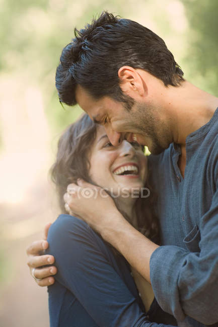 Couple hugging and smiling — Stock Photo