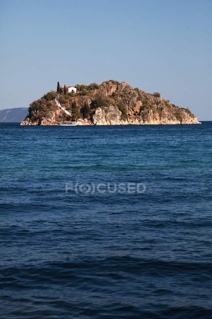 Зору морський пейзаж і острів — стокове фото