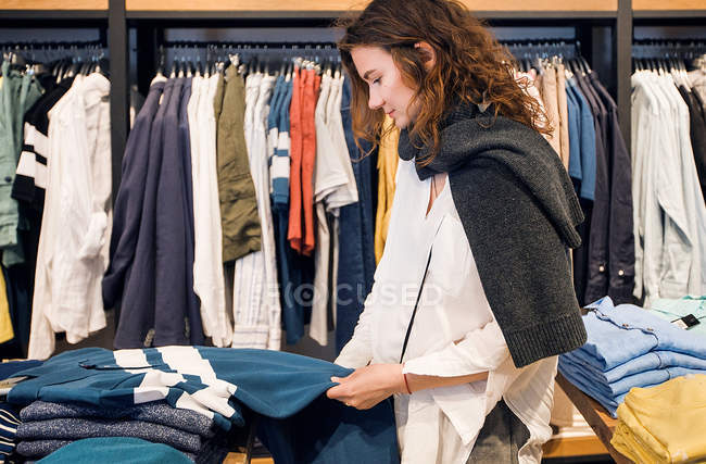 Shopper making decision — Stock Photo