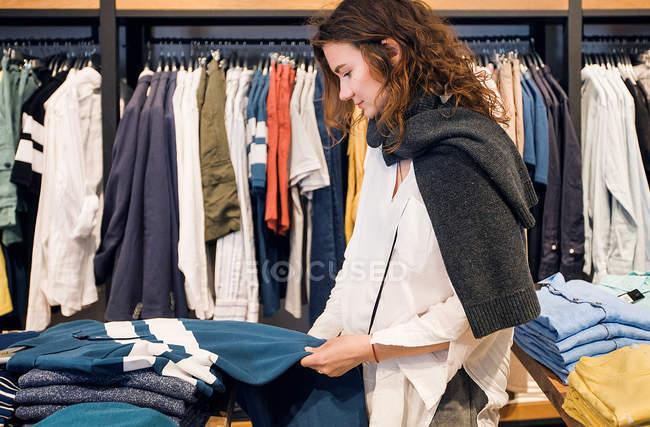 Shopper прийняття рішення — стокове фото