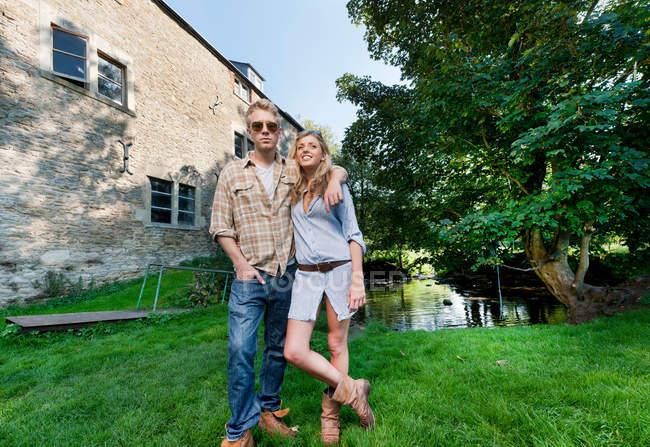 Couple standing in backyard — Stock Photo
